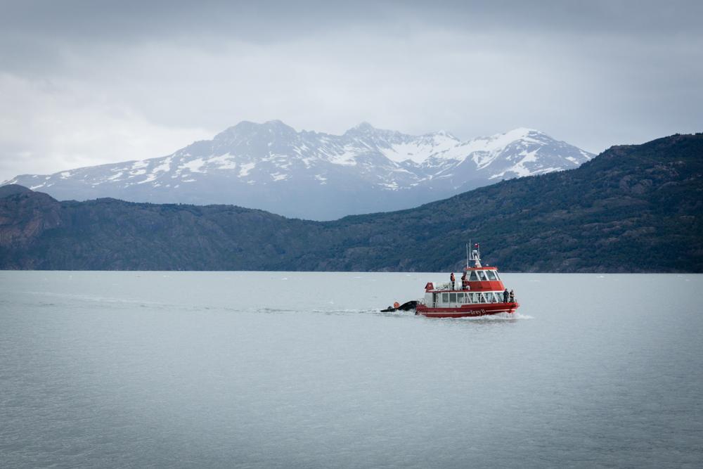 Des excursions en bateau permettent de se rapprocher du glacier  Graldine Ru