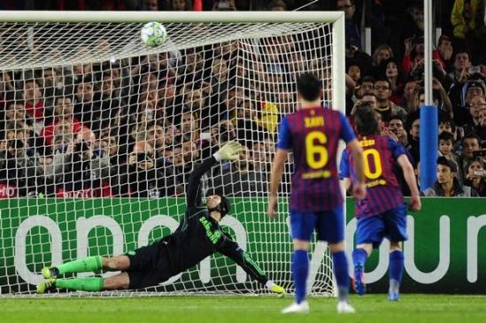 Lionel-Messi-misses-a-penalty-shot-against-Chelseas-Czech-goalkeeper-Petr-Cech