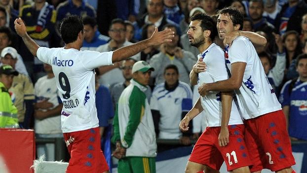Mariano Echeverria (centro) comemora gol do Tigre contra o Millonarios na semi da Sul-Americana